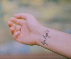Tatuaggi piccoli sul polso | Grandi Offerte